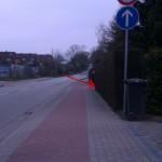 Am Ende des Gefälles ist der Radweg extrem schmal und hat eine unübersichtliche Ausfahrt