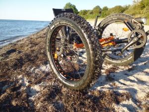 Sommer Sonne Strand und Fahrrad